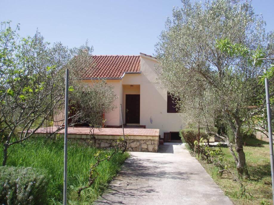 Kuća Ugljan otok Ugljan, 172m2, prodaja
